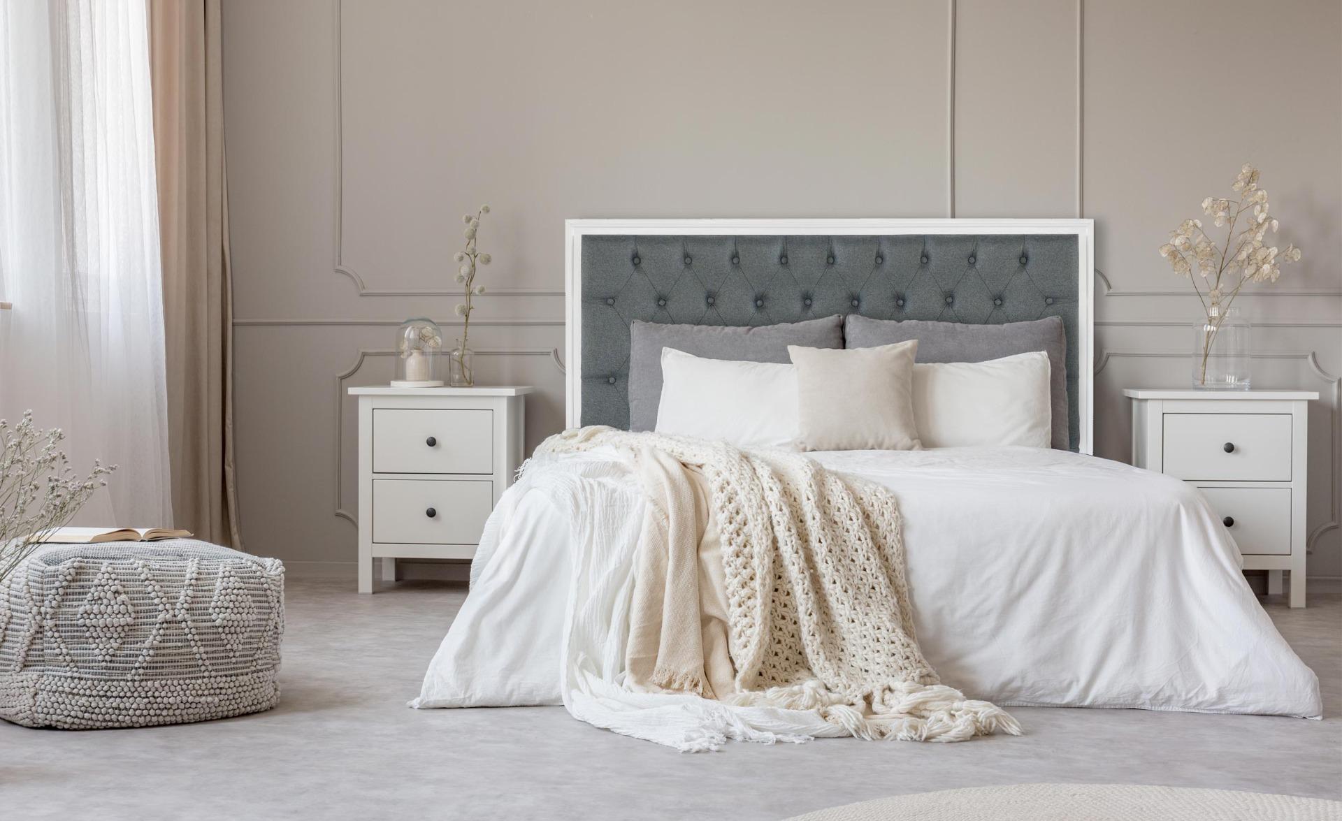 Tête de lit Hermione 160cm Bois blanc et Tissu Gris clair