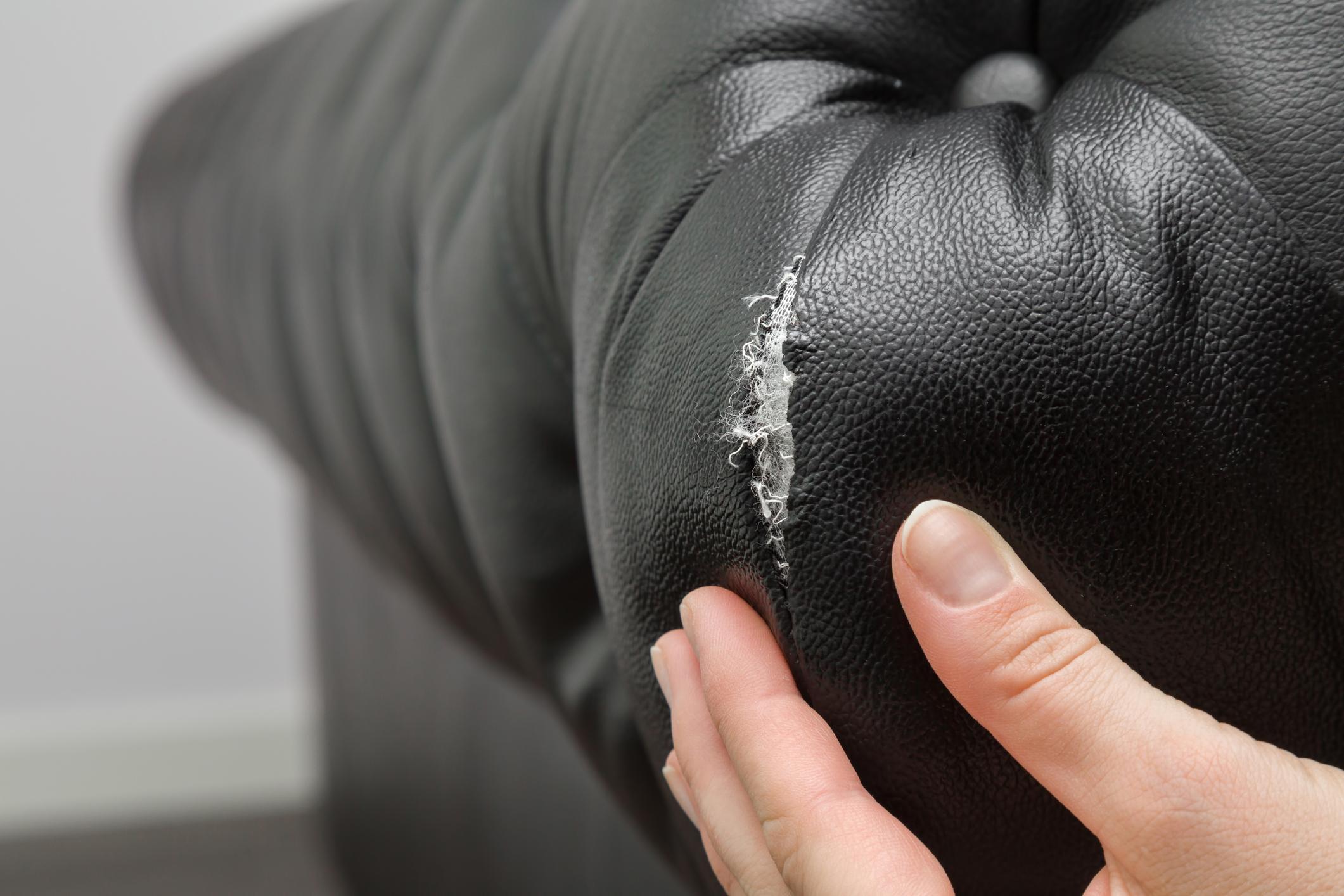 Comment réparer un canapé en cuir déchiré ?